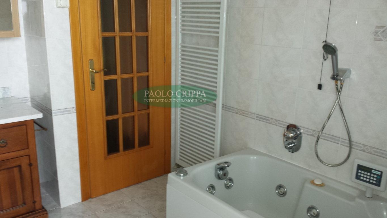 Vendita santa maria hoe nella zona residenziale villa for Piani di sauna seminterrato